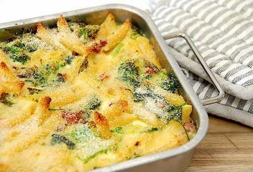 Bagt pasta med broccoli og bacon